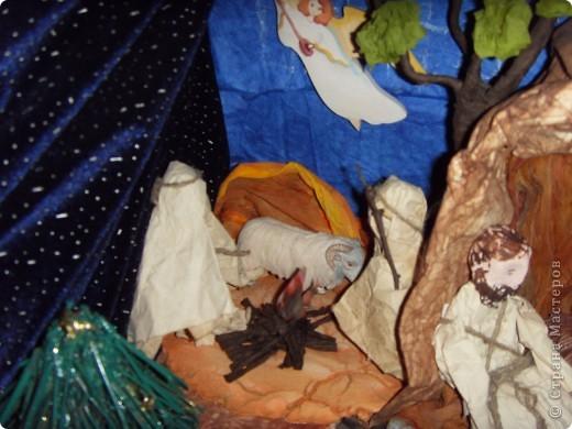 Приближается волшебная рождественская пора. Ожидание чудесной елки, исполнения желаний, ощущение особого, неповторимого праздника. И конкурс. Долго я дума, что мне сделать. Тема очень щепетильная. Надо было все выдержать в традициях. Жюри конкурса были из благочинии.   фото 10