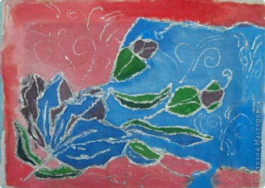 По своему эскизу (которые были показаны раннее) ребята выполняли рисунок на ткани. Работа Дениса(7лет) фото 1