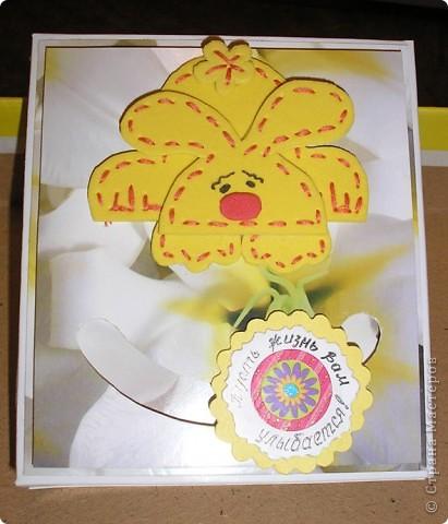Побродив по просторам интернета, наткнулась на идею открыток с движущимися элементами http://rus-scrap.ru/ideas/idei-s-dvizhuschimisya-detalyami.html. И сразу же идея нашла себе применение - нужна была коробочка для подарка. Вот мой Солнечный зайчик. Самого зайца нашла на сайте http://stranamasterov.ru/node/100097?c=favorite Только мой не из салфеток, а из флекса, абсолютно плоский. фото 3
