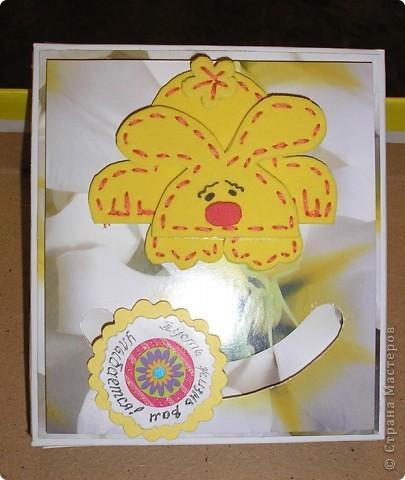 Побродив по просторам интернета, наткнулась на идею открыток с движущимися элементами http://rus-scrap.ru/ideas/idei-s-dvizhuschimisya-detalyami.html. И сразу же идея нашла себе применение - нужна была коробочка для подарка. Вот мой Солнечный зайчик. Самого зайца нашла на сайте http://stranamasterov.ru/node/100097?c=favorite Только мой не из салфеток, а из флекса, абсолютно плоский. фото 2