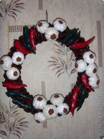 Плела венок на Рождество и по такому же принципу решила сплести и оберег. фото 1