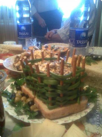 Предлагаю идеи для украшения праздничных блюд Сирень из окрашенного свекольным соком белка фото 2