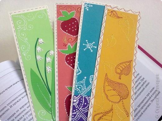 В каждай закладке отражена тематика определенного время года. Зима - снежинка, весна - ландыш, лето - клубника, осень - желтые листья. фото 1