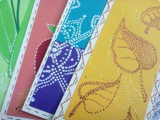 В каждай закладке отражена тематика определенного время года. Зима - снежинка, весна - ландыш, лето - клубника, осень - желтые листья. фото 4