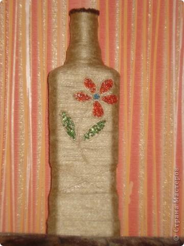 Бутылочки обделанны бечёвкой,немного бисера и бусинок. фото 3