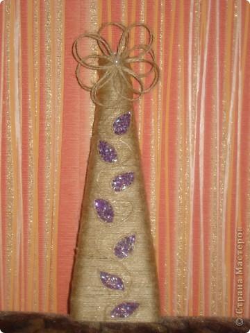 Бутылочки обделанны бечёвкой,немного бисера и бусинок. фото 4