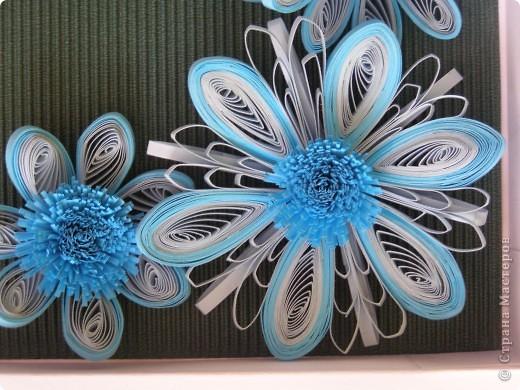 Училась делать цветы с помощью воронки, для меня это оказалось довольно таки трудным занятием, все лепестки расползались в разные стороны и никак не хотели превращаться в цветочек. В итоге получилась такая картинка. фото 4