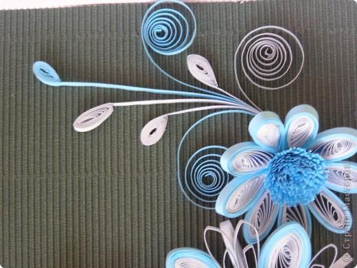 Училась делать цветы с помощью воронки, для меня это оказалось довольно таки трудным занятием, все лепестки расползались в разные стороны и никак не хотели превращаться в цветочек. В итоге получилась такая картинка. фото 3