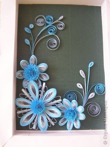 Училась делать цветы с помощью воронки, для меня это оказалось довольно таки трудным занятием, все лепестки расползались в разные стороны и никак не хотели превращаться в цветочек. В итоге получилась такая картинка. фото 1
