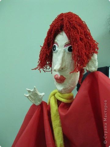 """Я работаю в Московском Дворце Творчества Детей в студии театра кукол. Преподаю детям среднего и старшего возраста оформительское искусство - учу их делать куклы в различных техниках и различных конструкций. Ранее я уже выставляла кукол детей из помпонов (http://stranamasterov.ru/node/44368). Эти куклы - тростевые, выполнены под моим руководством из папье-маше на основе пластиковых бутылок. (мой образец """"Маленький принц"""" тут - http://stranamasterov.ru/node/65002) фото 1"""