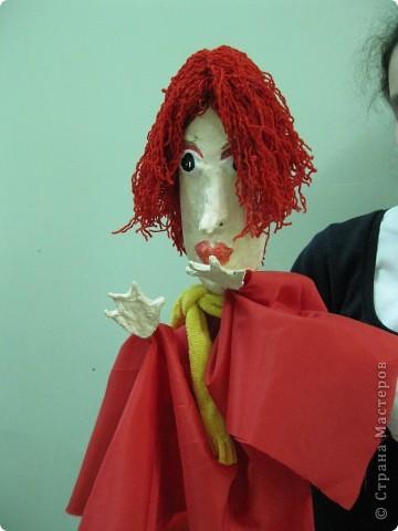 """Я работаю в Московском Дворце Творчества Детей в студии театра кукол. Преподаю детям среднего и старшего возраста оформительское искусство - учу их делать куклы в различных техниках и различных конструкций. Ранее я уже выставляла кукол детей из помпонов (http://stranamasterov.ru/node/44368). Эти куклы - тростевые, выполнены под моим руководством из папье-маше на основе пластиковых бутылок. (мой образец """"Маленький принц"""" тут - http://stranamasterov.ru/node/65002) фото 2"""