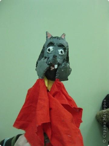 """Я работаю в Московском Дворце Творчества Детей в студии театра кукол. Преподаю детям среднего и старшего возраста оформительское искусство - учу их делать куклы в различных техниках и различных конструкций. Ранее я уже выставляла кукол детей из помпонов (http://stranamasterov.ru/node/44368). Эти куклы - тростевые, выполнены под моим руководством из папье-маше на основе пластиковых бутылок. (мой образец """"Маленький принц"""" тут - http://stranamasterov.ru/node/65002) фото 19"""