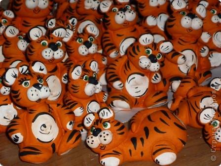 Казалось, вот только лепила сувениры к году Тигра... фото 2