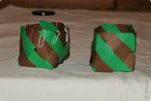 Корзинка  с поделками.Бабочки и божья коровка сделаны из салфеток для мебели.Крылышки украсила наклейками в виде сердца. фото 10