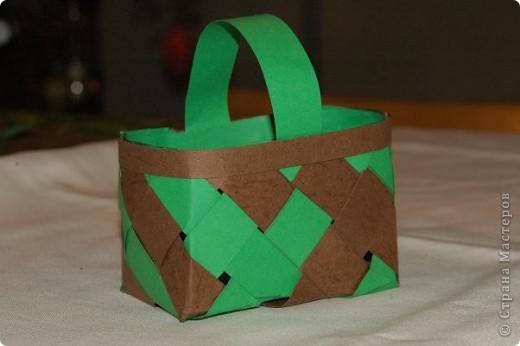 Корзинка  с поделками.Бабочки и божья коровка сделаны из салфеток для мебели.Крылышки украсила наклейками в виде сердца. фото 11