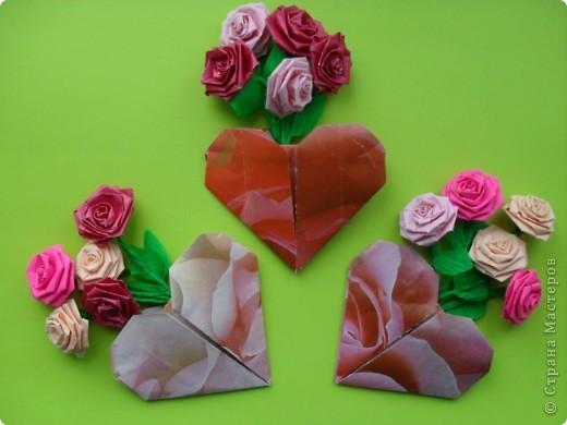Вот и мы в нашей школе начали подготовку к предстоящему празднику. Такие сердечки с букетиками можно подарить в Валентинов день. Сердечки сделаны по МК Elena.ost http://stranamasterov.ru/node/142138?tid=451,1344  фото 1