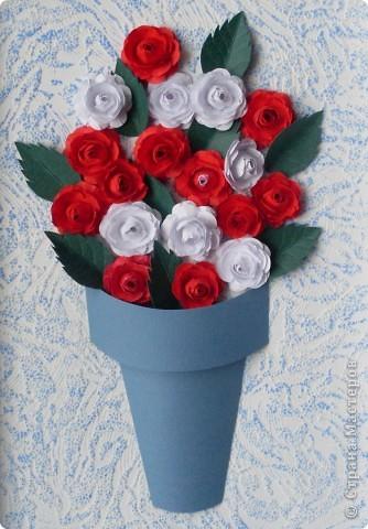 Однажды на одном из сайтов увидела замечательные цветы. Очень захотелось сделать подобные для себя. Идея таких розочек здесь:    http://asti-n.ya.ru/replies.xml?item_no=184