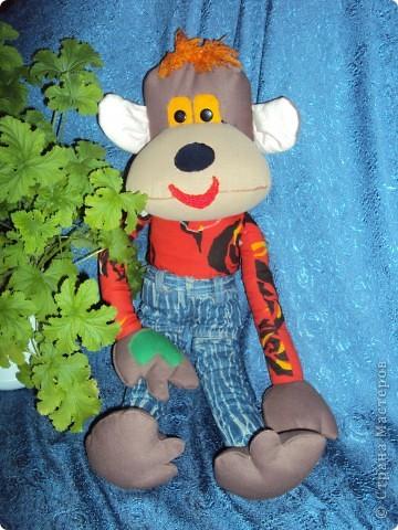 Игрушка Мастер-класс Поделка изделие День рождения Шитьё Мастер-класс Веселая обезьянка Кожа Нитки Пряжа Пуговицы Ткань