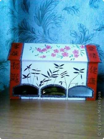 Мой чайный домик сделала из остатков потолочной пенопластовой плитки. Разукрасила гуашью в китайском стиле. фото 1