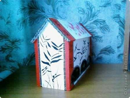 Мой чайный домик сделала из остатков потолочной пенопластовой плитки. Разукрасила гуашью в китайском стиле. фото 2