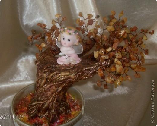 Янтарное дерево счастья с ангелом хранителем (его размер с подрастковую руку- дочь позировала) фото 3