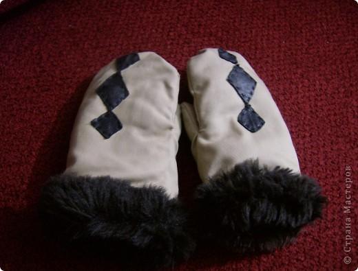 На Урале зимы холодные.Шубенки самое то,сшиты сыном(10 лет).внутри мех, вверх-материал,украшение из кожи.