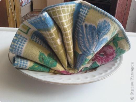 Для сервировки праздничного стоа использую разные полотняные салфетки. Существует множество приемов складывания салфеток. фото 2
