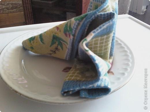 Для сервировки праздничного стоа использую разные полотняные салфетки. Существует множество приемов складывания салфеток. фото 3