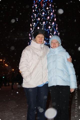 Да, Новый Год прошёл, но у меня с этими пробными экзаменами и т.д.  совсем не было времени:( А рассказать про то как у нас прошёл праздник очень хочется. Но, ведь, лучше поздно, чем никогда:) И так, начинаем небольшую экскурсию к нам домой:)  31 декабря, в 21.30 мы вышли на улицу. фото 12