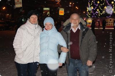 Да, Новый Год прошёл, но у меня с этими пробными экзаменами и т.д.  совсем не было времени:( А рассказать про то как у нас прошёл праздник очень хочется. Но, ведь, лучше поздно, чем никогда:) И так, начинаем небольшую экскурсию к нам домой:)  31 декабря, в 21.30 мы вышли на улицу. фото 13
