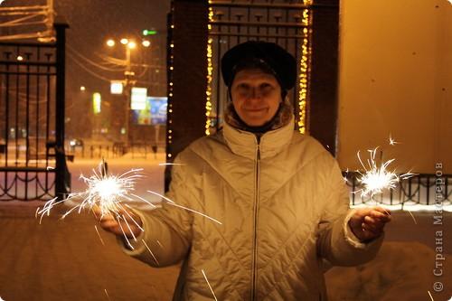 Да, Новый Год прошёл, но у меня с этими пробными экзаменами и т.д.  совсем не было времени:( А рассказать про то как у нас прошёл праздник очень хочется. Но, ведь, лучше поздно, чем никогда:) И так, начинаем небольшую экскурсию к нам домой:)  31 декабря, в 21.30 мы вышли на улицу. фото 16