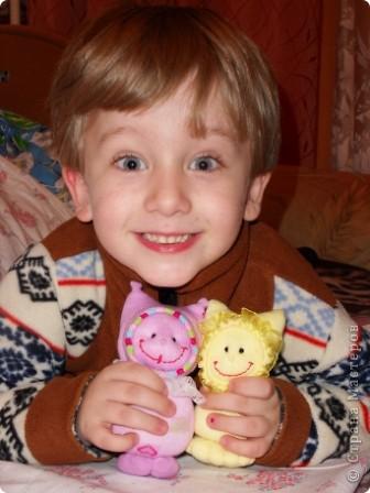 """Таких кукол я сделала для своего внука.  Спасибо мастерицам Страны!  http://stranamasterov.ru/node/115104?tid=1054 """"Носочковая"""" тема мне понравилась. Смотрела на поцелуйчиков, но назвали мы своих Кнопиками. фото 3"""