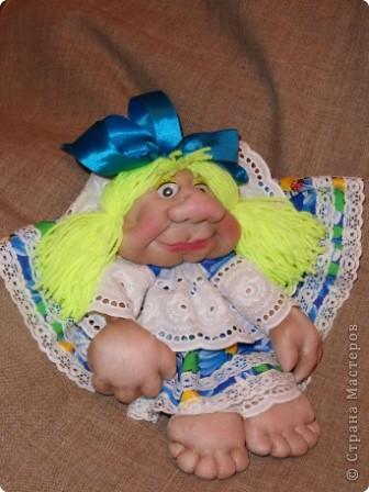 Моя Марусечка -  красавица! Шикарный подарок к празднику 8 марта! На удачу, на счастье! Можно сделать подвеску, вообще хорошо сидит на ножках. Мне понравились куклы Оли О http://stranamasterov.ru/node/122333 Все делала по МК pawy Спасибо мастерицам! фото 2