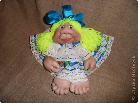 Моя Марусечка -  красавица! Шикарный подарок к празднику 8 марта! На удачу, на счастье! Можно сделать подвеску, вообще хорошо сидит на ножках. Мне понравились куклы Оли О http://stranamasterov.ru/node/122333 Все делала по МК pawy Спасибо мастерицам! фото 6