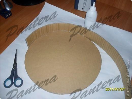 Сделала вот такой небольшой поднос для чашки чая,чтобы за компом культурно время проводить .Диаметр 31,5 см. Оооочень понравилось делать из картона,хотя долго решалась.:)Всем советую попробовать!  фото 5