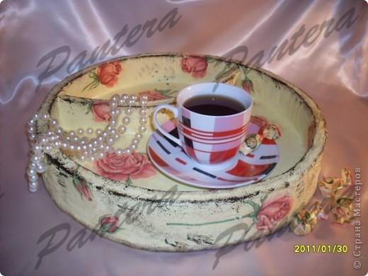 Сделала вот такой небольшой поднос для чашки чая,чтобы за компом культурно время проводить .Диаметр 31,5 см. Оооочень понравилось делать из картона,хотя долго решалась.:)Всем советую попробовать!  фото 1