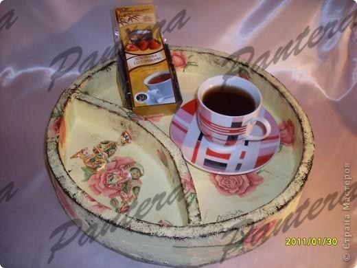 Сделала вот такой небольшой поднос для чашки чая,чтобы за компом культурно время проводить .Диаметр 31,5 см. Оооочень понравилось делать из картона,хотя долго решалась.:)Всем советую попробовать!  фото 2