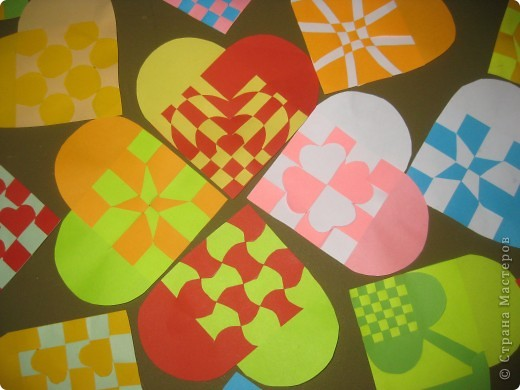 спасибо Наталии  http://stranamasterov.ru/node/142368?c=favorite за схемки сердечек. В прошлом году делали такие с простым переплетением. Вчера, во время тихого часа сделала несколько образцов по новым схемам, детей очень заинтересовали такие сердечки. Делали два дня. Это только часть того, что они наплели. фото 2