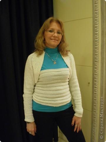 Опять свитер-трансфотмер, состоит из трех частей....можно комбинировать с разными вещами,даже с прошлым,голубым свитером... фото 4