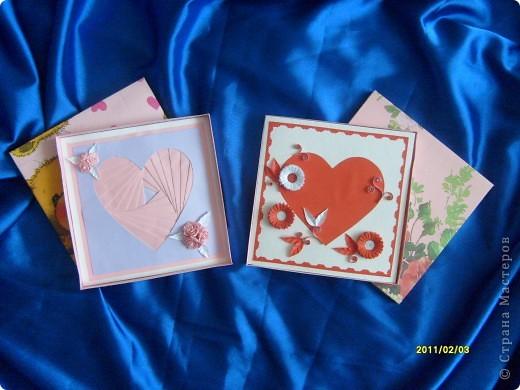 Вот такие вот открытки я сделала в подарок своим двум подружкам. Живут они далеко, поэтому упаковала открыточки в коробочки и отправила по почте. фото 1