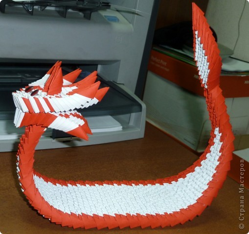 Японская лодка-дракон :) Японская, потому что на парусе японский флаг :) фото 2