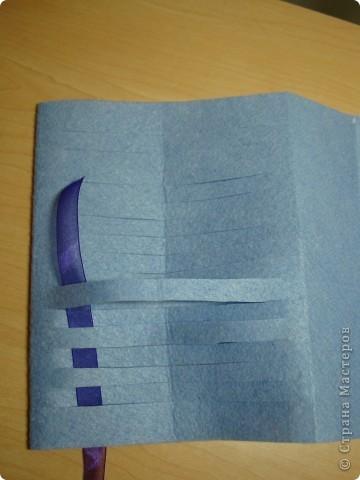 Вот такие обложки можно сделать из салфеток для уборки.Они превратят простую тетрадь или блокнот в красивую ,которую можно подарить.Придумала для дочки, чтобы она смогла сделать самостоятельно подарки для бабушек.А синий думаем может подойти и для папы. фото 18