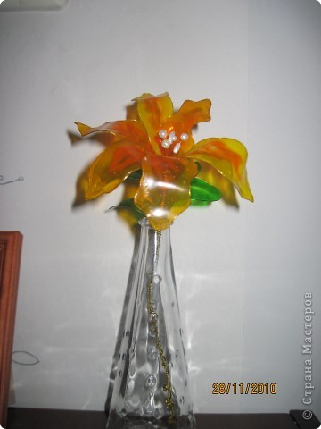 Витражная лилия
