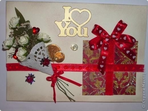 Вот и моя открыточка,мне она очень понравилась,фотографией трудно передать,но она объёмная,а в букете настоящая зелень,высушенная под прессом.Цвет я использовала красный-он символизирует страсть,пылкость чувств,любовь. фото 1