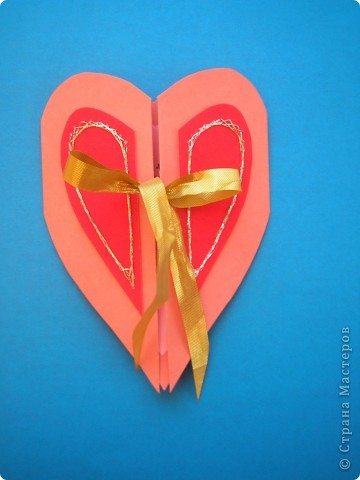 Ещё одна валентинка. Очень понравилось делать открытки. А идею для этой открыточки подсмотрела у Голубки http://stranamasterov.ru/node/61238 . Изменила форму. Основа - бумага для пастели, сердечко внутри - цветная офисная бумага, половинки сердечка - бархатная бумага, вышивка - серебристый люрекс, лента. фото 1
