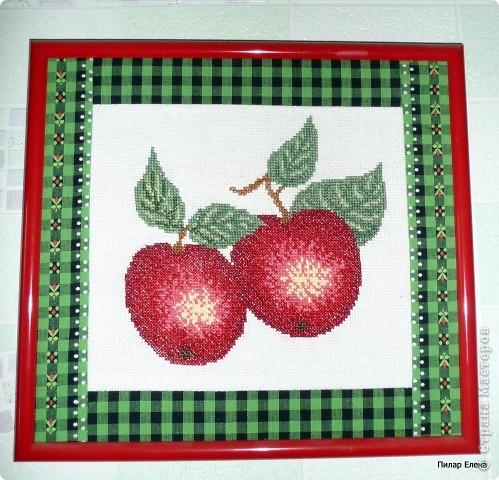 Яблочки вышивались давно-давно, в начале пути вышивания. Они сразу были подарены и так и висят на стенке. фото 1