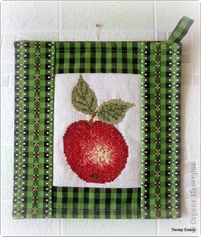 Яблочки вышивались давно-давно, в начале пути вышивания. Они сразу были подарены и так и висят на стенке. фото 2