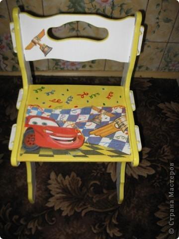 был белый стульчик, сын сказал что его нужно украсить)) вот что получилось, надеюсь ему понравится)) фото 1