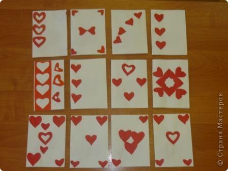 Такие простенькие открытки делали с 2-3 классом. Сердечки вырезали по шаблонам и трафаретам, а размещали на открытке самостоятельно, кому как понравилось.