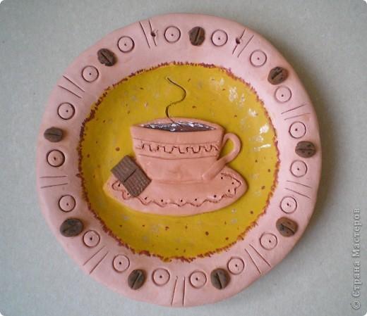 """Сердечно благодарю Жемчужную Ракушку: ее прекрасные рассказы о колледже керамики ( http://stranamasterov.ru/node/133301 ) вернули меня к глине, даже захотелось сделать что-то функциональное, например, тарелки. Правда, получилось """"как всегда"""" - что-то декоративное :-). Выбрала для себя вариант украшения тарелки небольшим барельефом с любимыми героями СМ, минимум покраски.  фото 6"""